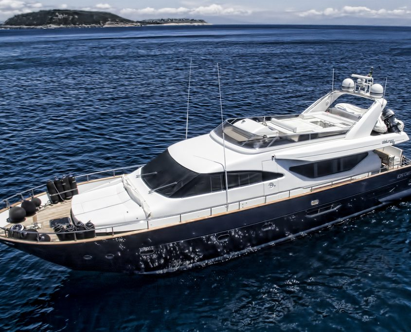 Resilience yacht for charter equinoxe