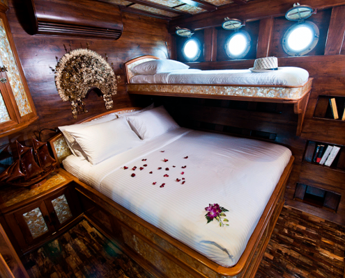 mantamae yacht indonesia guest cabin