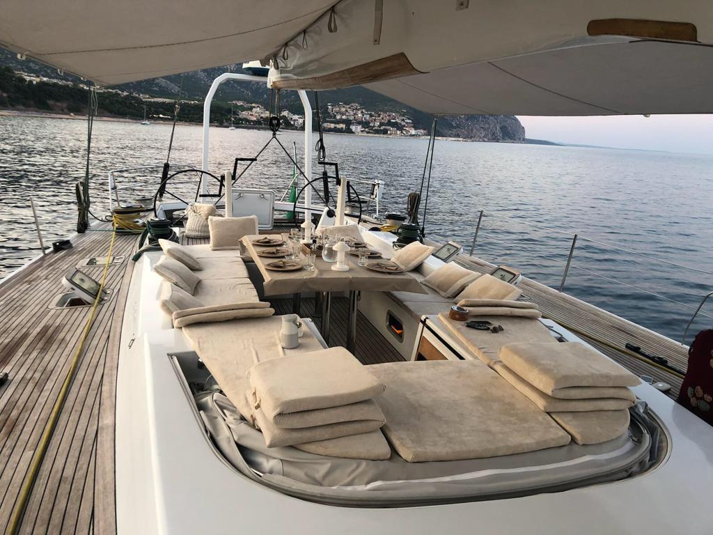 logica yacht cockpit