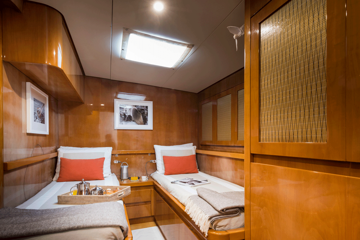 logica yacht twin beds