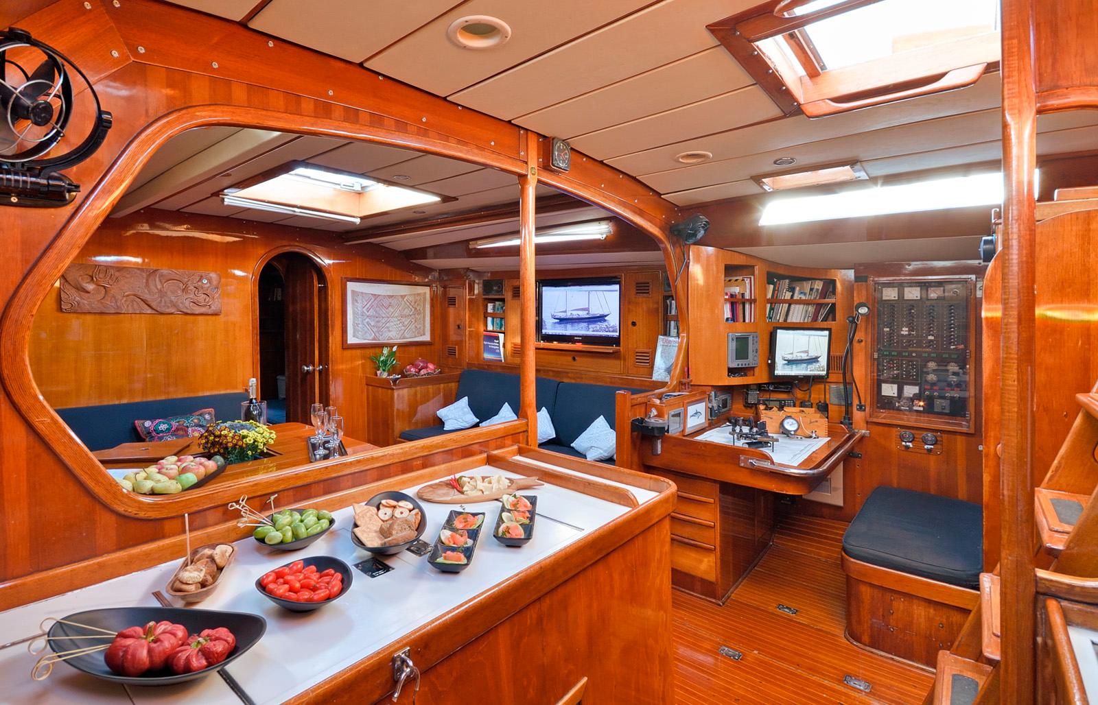 tangaroa yacht equinoxe interior