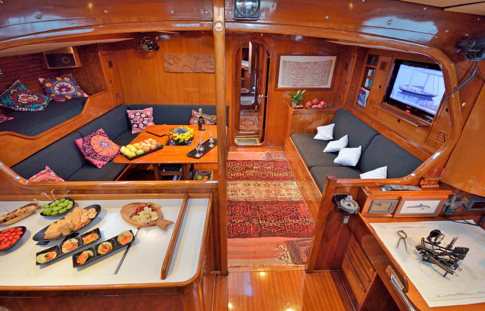 tangaroa yacht salon