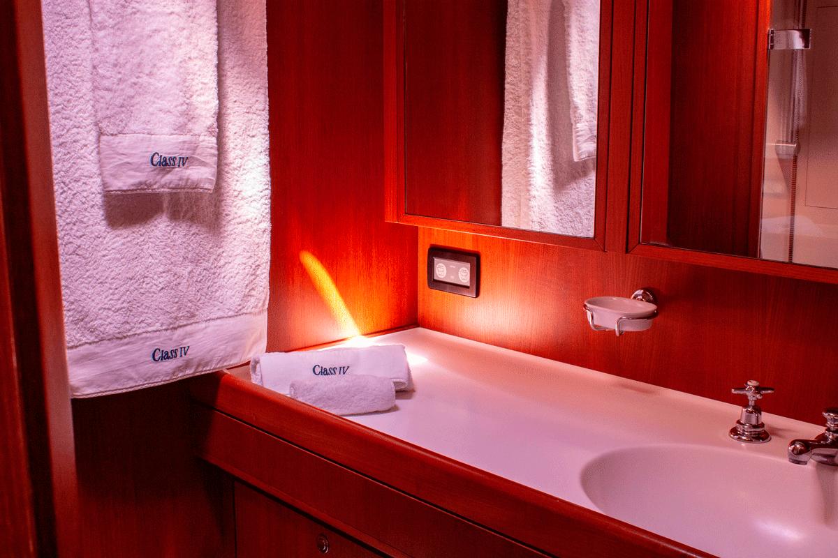 class iv yacht bathroom