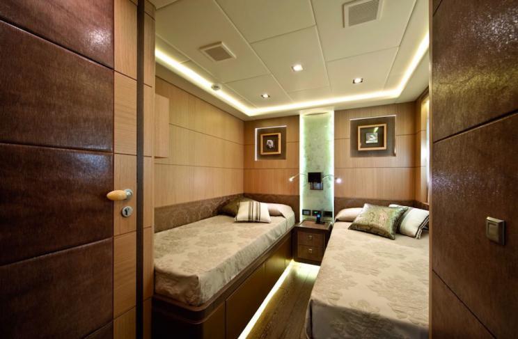 musa yacht twin cabin