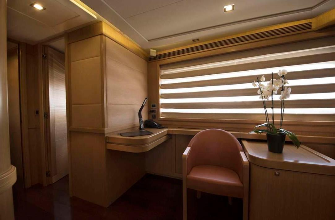 dana yacht details