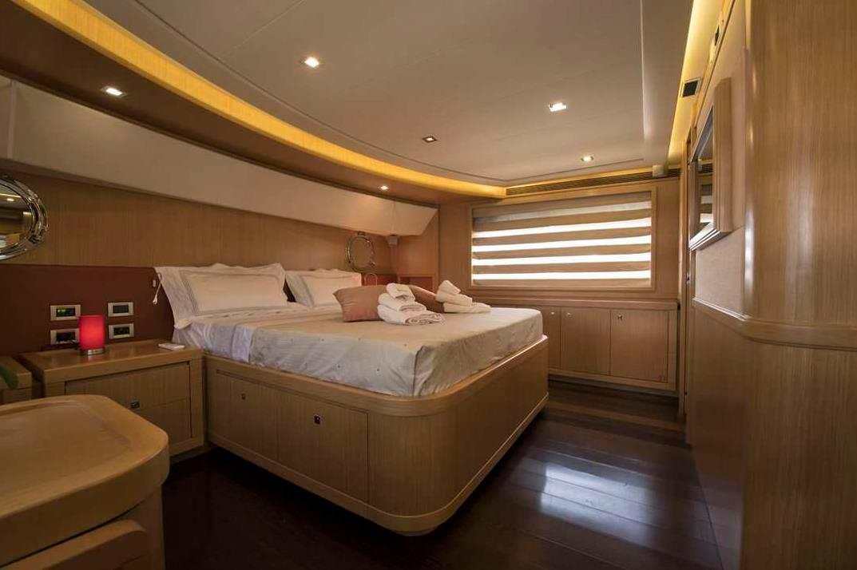 dana yacht ferretti cabin