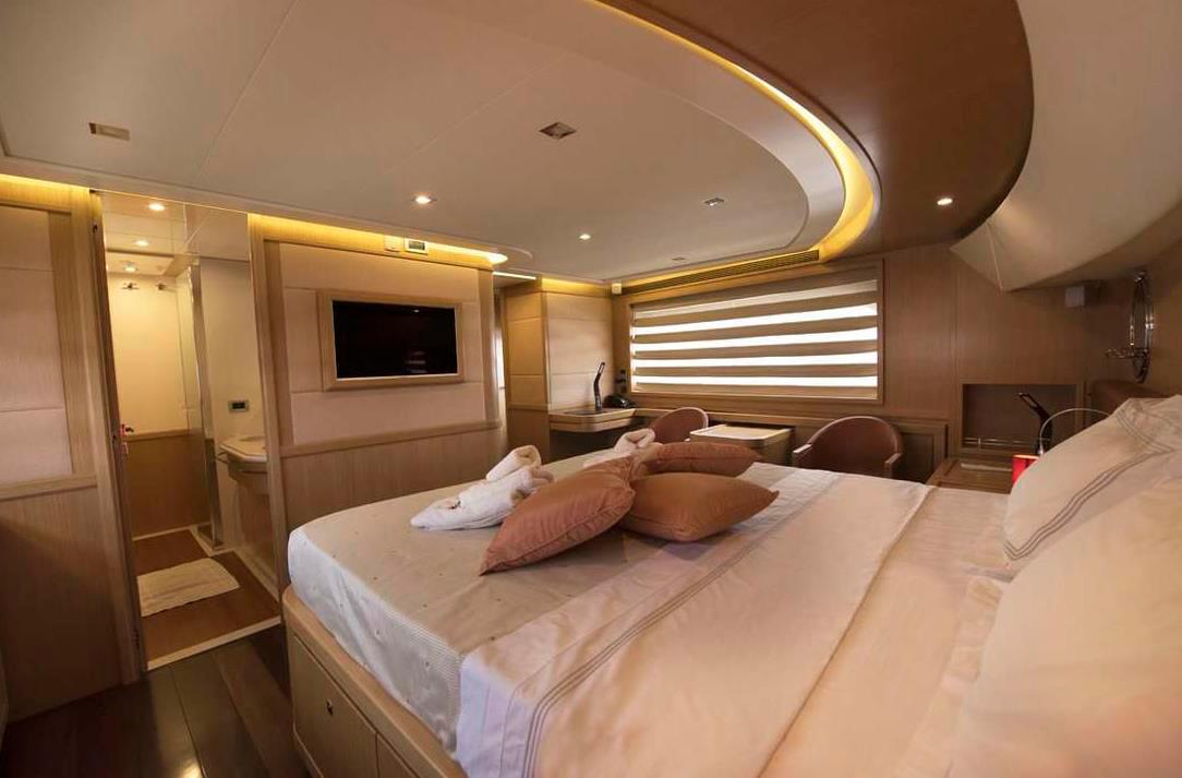 dana yacht guests cabin