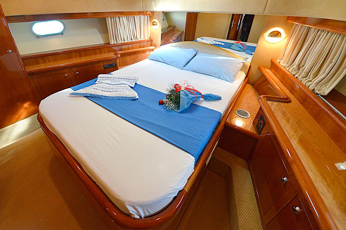 ferretti 68 mary guests cabins