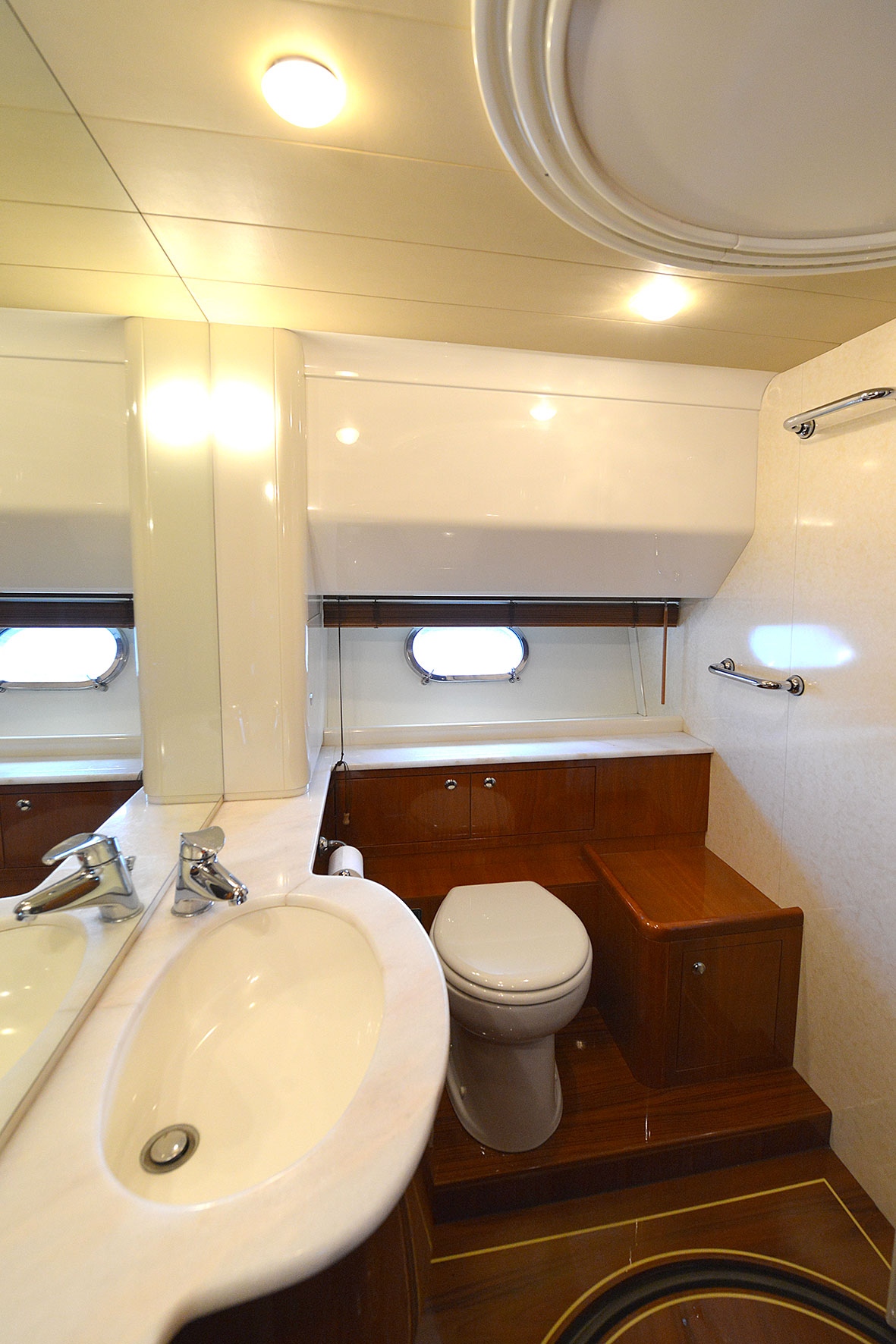 ferretti 68 mary toilet
