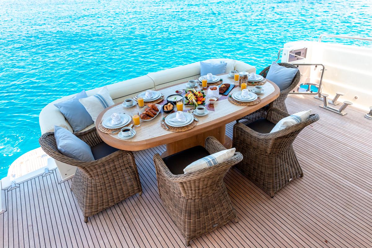 pareaki cockpit yacht