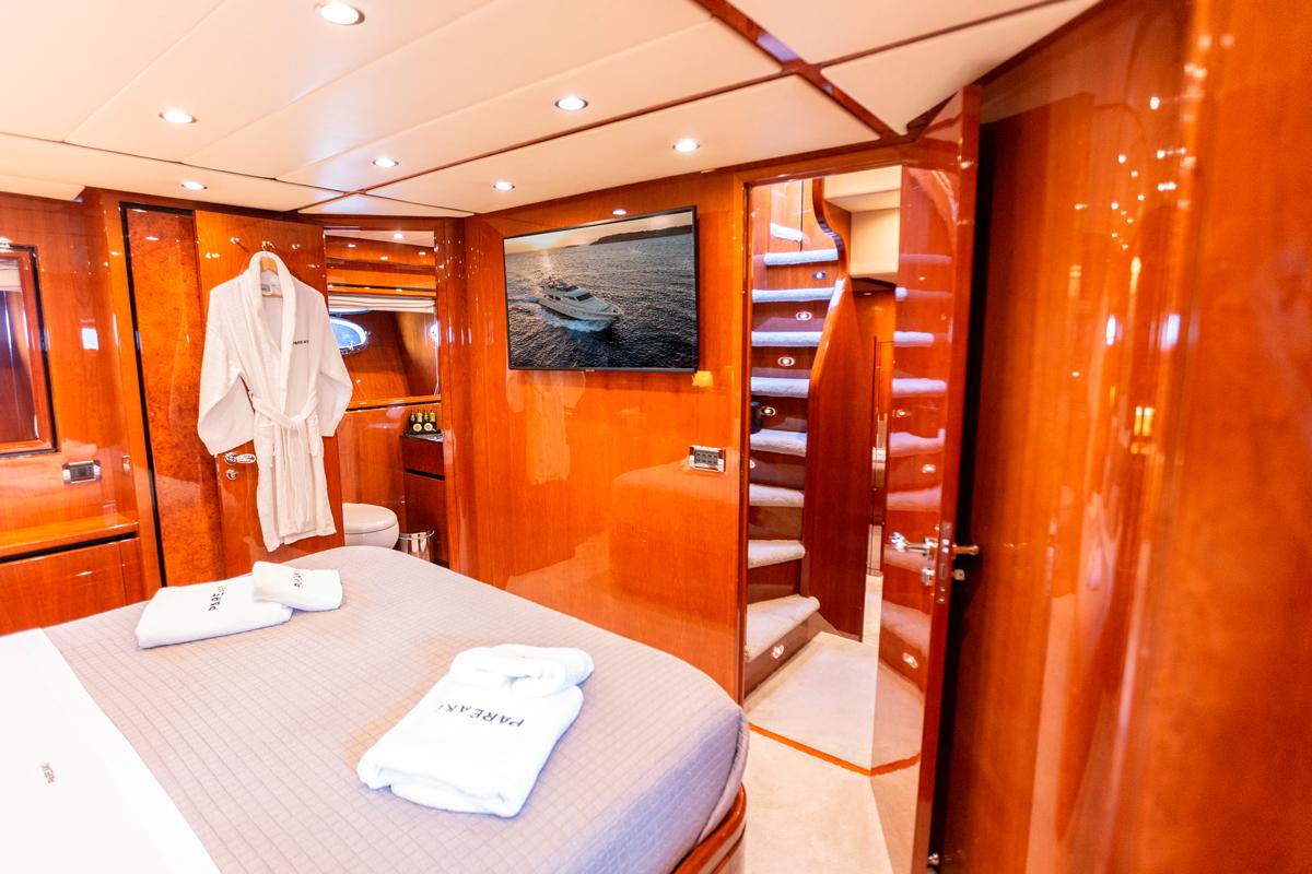 pareaki master suite yacht