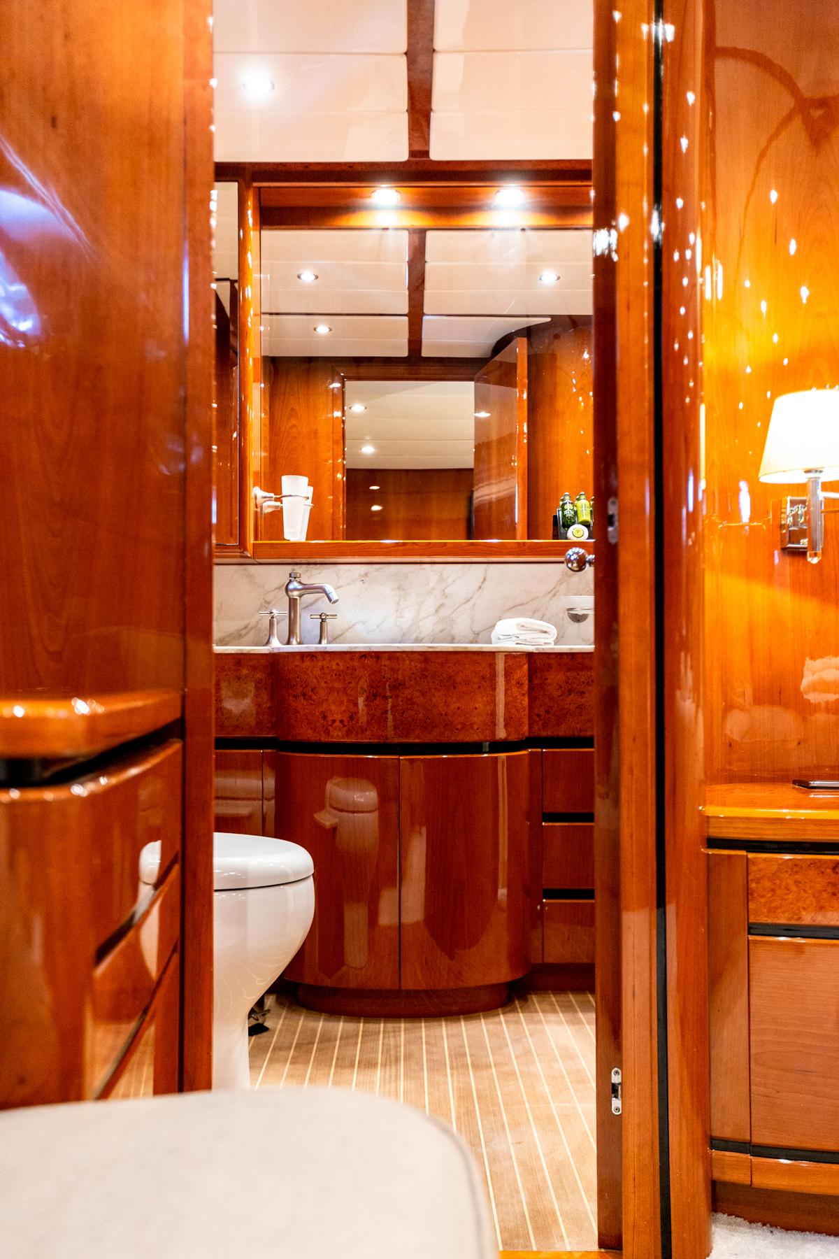 pareaki yacht bathroom
