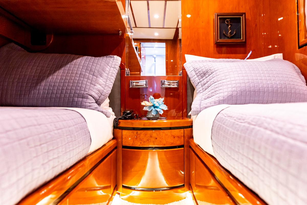 pareaki yacht twin cabin