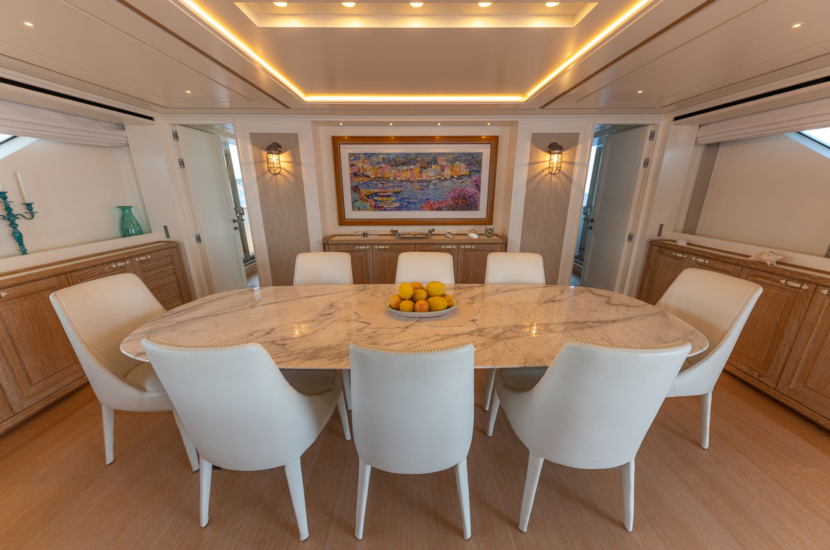 dining-table-yacht