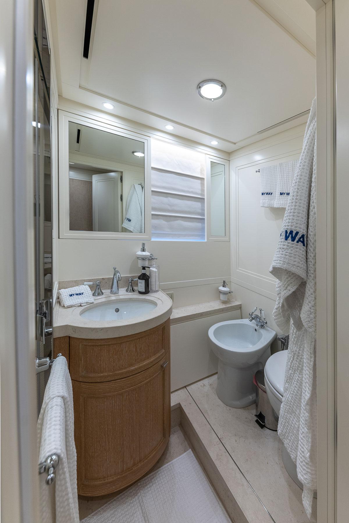 my-way-bathroom-yacht