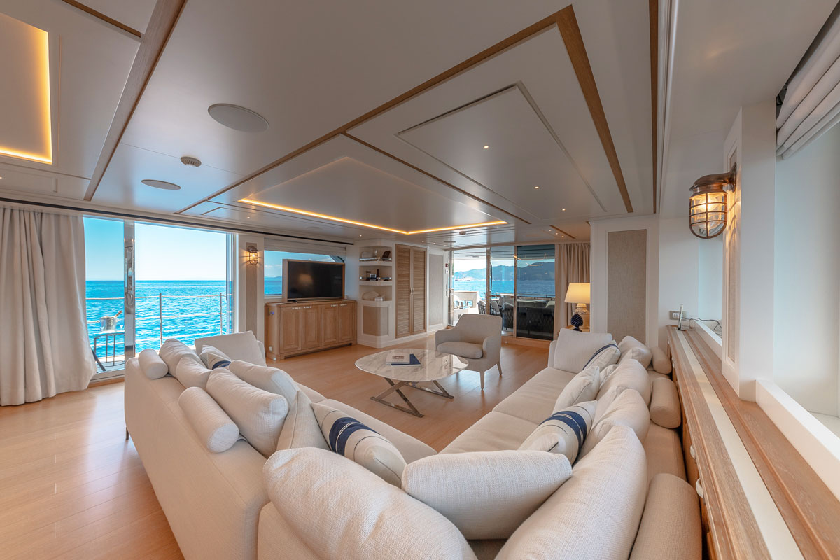 my-way-lounge-area-yacht