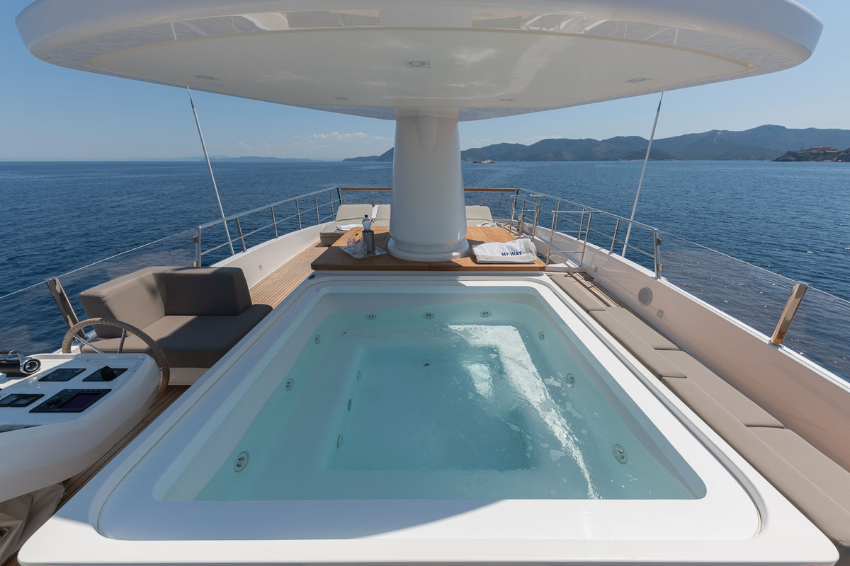 myway-yacht-jacuzzi